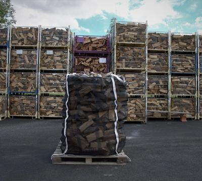 Suché tvrdé palivové dřevo štípané 0,33m v Bigbagu 1,75prms