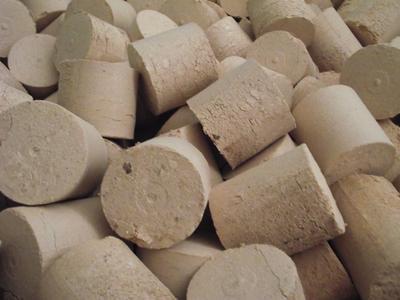 Dřevěné palivové bukové brikety - 2